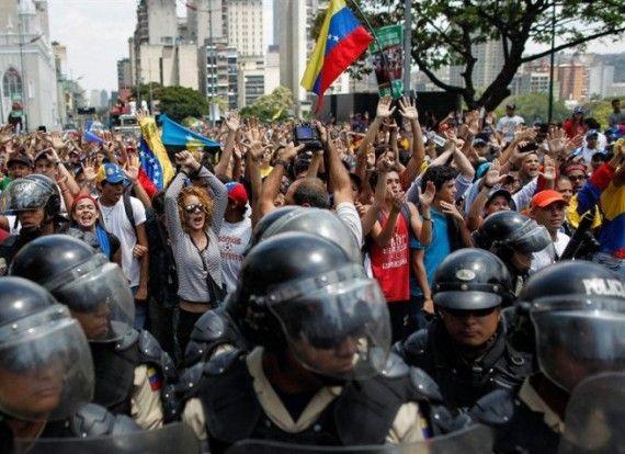 464919_protestas_venezuela_1-e1393975365607