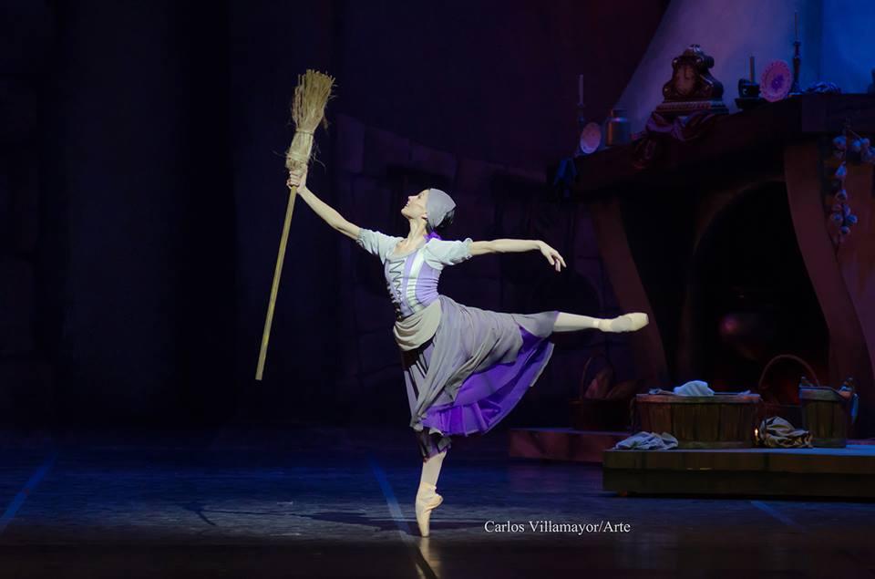 """""""La Cenicienta"""" de Nebrada fue presentado en el 2014 por el Ballet Estable del Teatro Argentino de La Plata. Bailarina: Alejandra Baldoni. Reposición: Laura Fiorucci. Foto: Carlos Villamayor"""