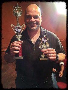 """Alfonso Rey con sus premios por """"#Popular"""" Foto: Impacto Latin News"""