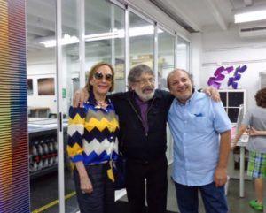 La galerista en la reciente exposición de Cruz-Diez (Foto: Graphic)