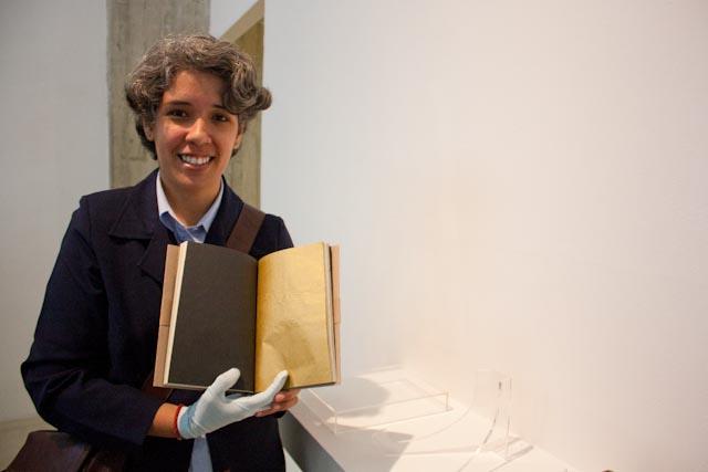 """""""El libro dorado"""" Dianora Pérez Montilla Foto: Gerardo Rojas"""