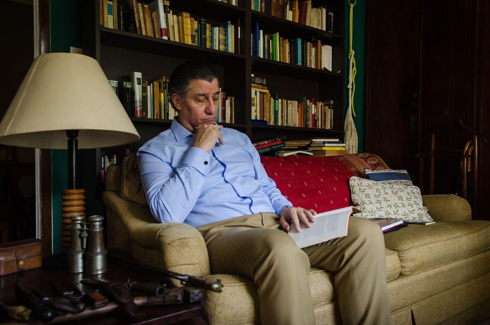 Karl Krispin en la sala de su casa Foto: Miguel Hurtdo