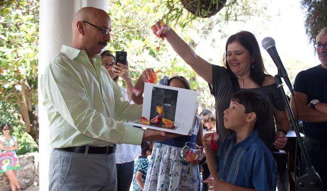 Zilah Rojas, diseañadora del libro, participó en el bautizo Foto: Gerardo Rojas