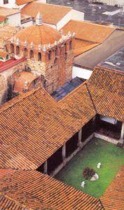 techos-rojos-del-museo-sacro-y-la-catedralexp