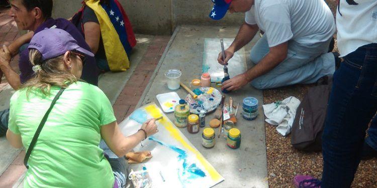Artistas visuales también asistieron a la concentración