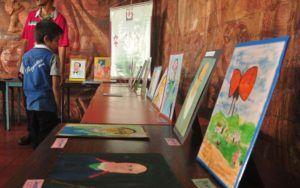 Estudiantes de pintura exponen sus trabajos sobre Cecilio Acosta.