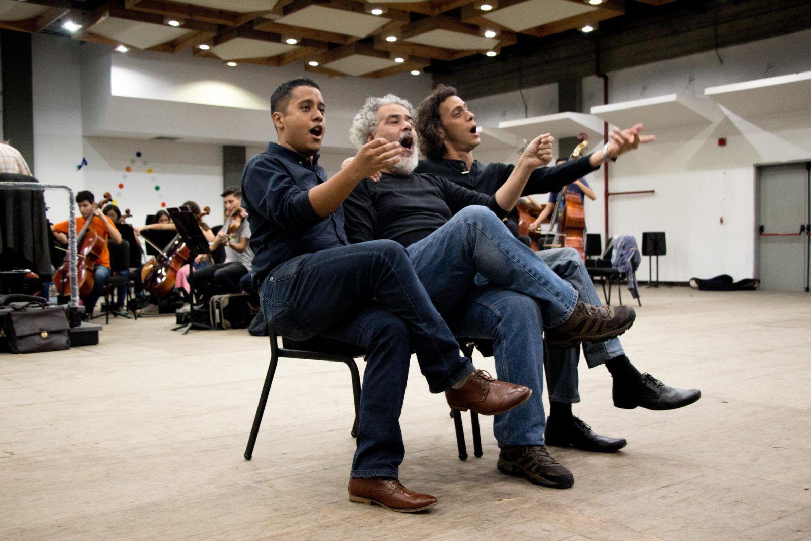 Franklin De Lima, Luis Sarmiento e Iván Cardozo. Claudia García y Reinaldo Droz. Foto: Edisson Urgiles