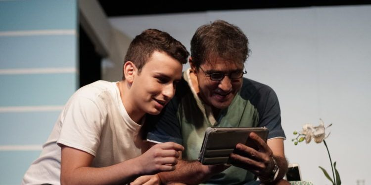 Raoul Gutiérrez y Rolando Padilla personifican a un hijo y su padre Foto: Daniel Dannery