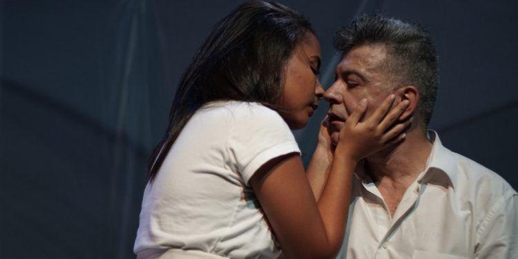 """Dennys Camacho, y Antonio Delli en una escena de """"2 segundos"""" Foto: Daniel Dannery"""