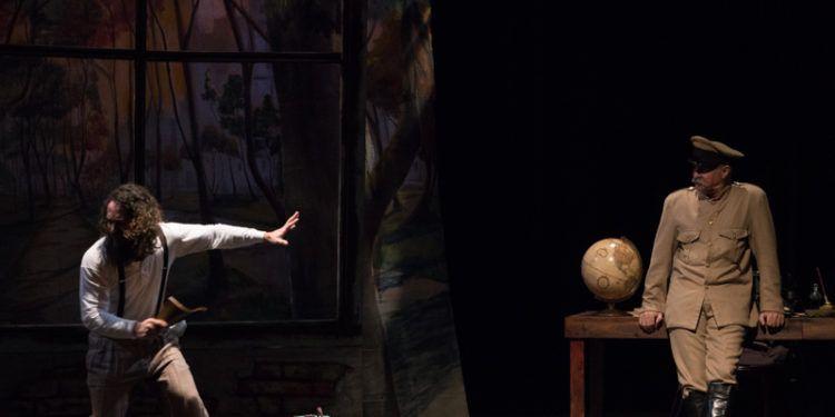 Bulgakov atormentado frente a la imagen del diablo Foto: Daniel Dannery