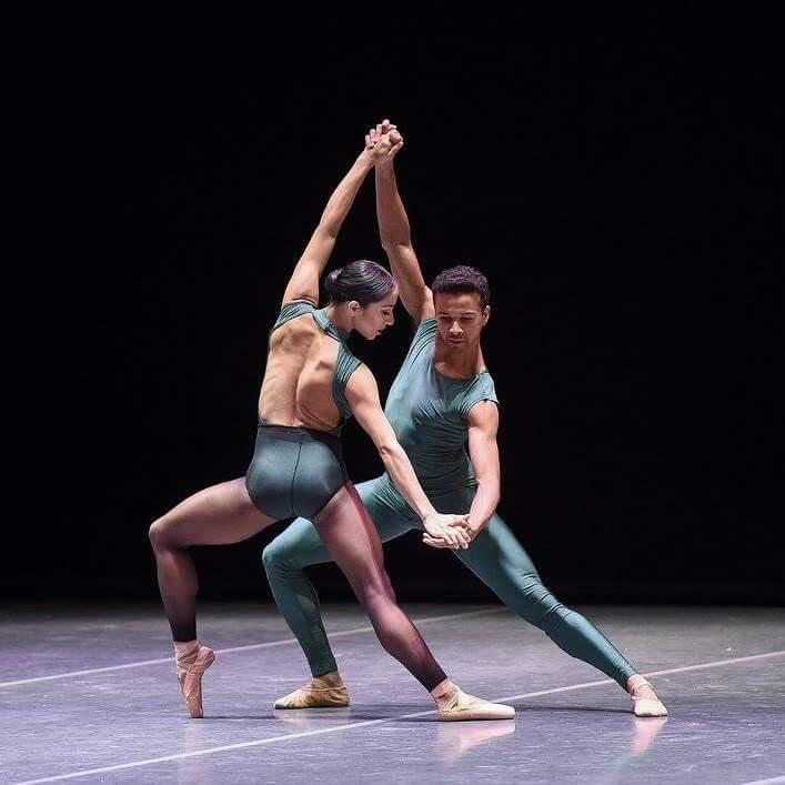 Coreografía: In the Middle, Somewhat Elevated (1987), de William Forsythey. Bailarines: Liliana González y Fabio Goncalvez. Ballet Nacional de Sodre, Auditorio Adela Reta, 2013