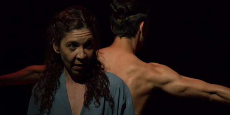 """Mariana Tamaris y el bailarín Roberth Aramburo en """"Caracas a 450 grados"""" Foto: Daniel Dannery"""