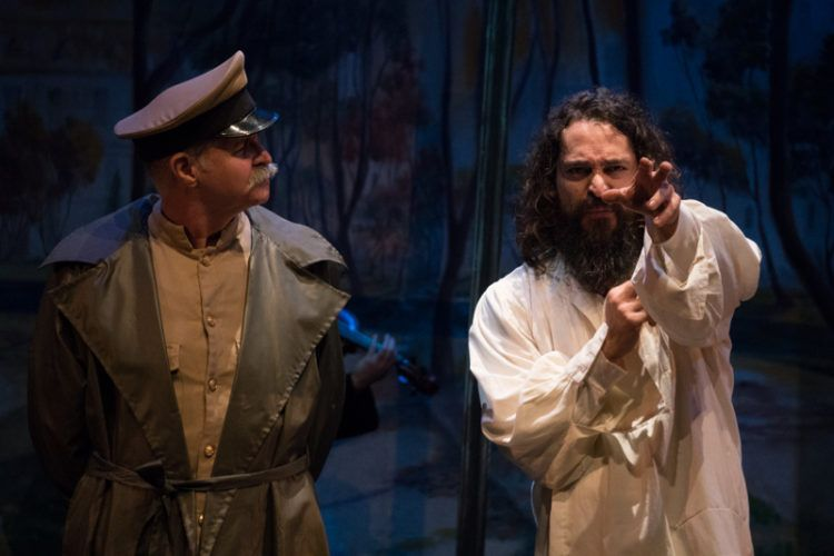 Wilfredo Cisneros interpreta a Stalin y Juvel Vielma a Bulgakov Foto: Daniel Dannery